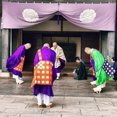 Photo by @two_kiwis_with_wings Guess what they are doing? Japan.com #travelphotography #japan #japanese #japan_of_insta #temple #culture #seetheworld #exploringtheglobe #peacefulJapan.com