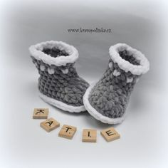 Baby Dolphin Booties 2017 – Krampolinka Crochet Baby Boots, Booties Crochet, Crochet Shoes, Baby Booties, Crochet Shell Pattern, Crochet Patterns, Crochet Ideas, Free Pattern, One Month Old Baby