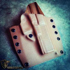 Glock 17/22 Kobra OWB Holster in Coyote Brown. www.KobraKydexGear.com #kobrakydexgear #kydex #holster #glock17 #glock #glock22