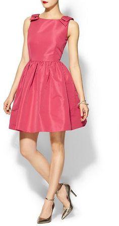Pin for Later: Übung macht den Meister: Die 20 schönsten Kleider für den Polterabend Valentino Pink Fit and Flare Kleid Red Valentino Faille Sleeveless Dress ($695)