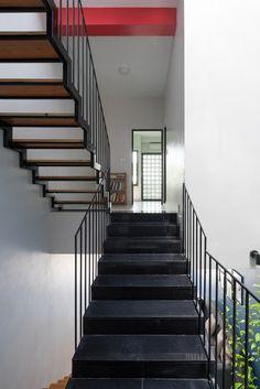 Đàm lộc House,© Triệu Chiến Studio Photo, Duplex House, Vietnam, Image 21, House Plans, Second Floor, Stairs, Tube, Photograph