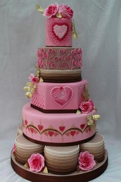 Gold Award Wedding Cake entry Cake International - Hearts - Cake by The Cupcake Oven