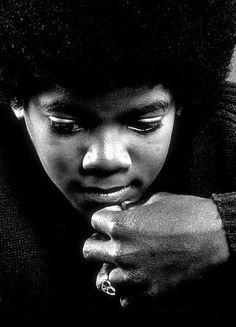 "Interpretation des bildes ""Boy behind the mask"" von Sarah Weaver - Michael Jackson King of Pop Forum News Community Fans! Janet Jackson, Young Michael Jackson, The Jackson Five, Jackson Family, Rock And Roll, King Of Music, The Jacksons, Guinness World, Music Icon"
