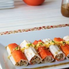 Surimi crab sticks cannelloni with chicken, tuna and nuts with a honey vinaigrette. (in Catalan) Surimi Recipes, Endive Recipes, Coffe Recipes, Crohns Recipes, Crab Stick, Jucing Recipes, Achiote, Mackerel Recipes, Coctails Recipes