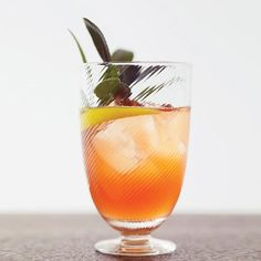 Vino Francesca | This fresh cocktail recipe is perfect for a crowd.