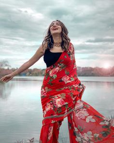Looking Red colour Beautiful Saree On Premium Georgette Fabric With Digital Print And Banglori Blouse Casual Saree Party Wear Saree - Saree Styles Dress Indian Style, Indian Dresses, Indian Outfits, Bollywood Saree, Bollywood Fashion, Saree Fashion, Fashion Dresses, Fancy Sarees, Party Wear Sarees