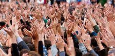 Ciudadanía Un ciudadano es toda persona considerada como miembro activo de un estado titular de derechos civiles y políticos y sometido a sus leyes.1 Es un concepto sociopolítico y legal de significado variable2 usado desde tiempos antiguos y a lo largo de la historia, aunque no siempre de la misma manera.
