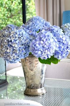 Floral arrangements ~ hydrangea in mint julep cup! Hortensia Hydrangea, Hydrangea Flower, My Flower, Hydrangeas, Hydrangea Bush, Most Beautiful Flowers, Fresh Flowers, Pretty Flowers, Cut Flowers