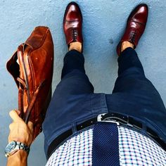Color pop || feat @paulevansny I wear (too much) blue. It's my favorite color. It's always fun Finding different ways to wear it to the office and adding some kick to it. For this blue on blue, I paired my classics with a bold shoe in a red wine red. Makes the fit have a standout to it. Side note, make sure to check out my interview (link in bio) to hear a little of what I'm all about. 6pm! #ruleofthumbs #aerialview