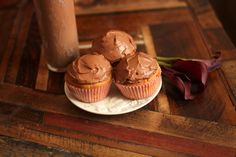 Peanut Butter Cup Cupcakes: low carb and gluten free!