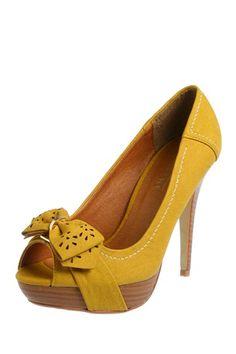 Love these yellow heels