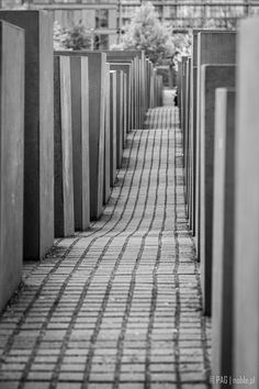 Holocaust-Mahnmal (Die Stiftung Denkmal für die ermordeten Juden Europas) - The Memorial to the Murdered Jews of Europe in the centre of Berlin, Germany Jewish Museum, Wish You Are Here, Central Europe, Berlin Germany, Far Away, Westerns, Centre, Street Art, Sculptures