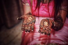 Indian telly star Divyanka Tripathi raised the Mehendi bar too high! The portraits of her groom and herself in her mehendi made for a stunning idea! Mehendi is truly an art and this proves it.