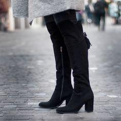 Mit diesen Stiefeln geht's ab ins Wochenende 😍👢 (Art. EVA9306   CHF 429) Knee Boots, Stuff To Buy, Shoes, Fashion, Fall 2016, Moda, Zapatos, Shoes Outlet, Fashion Styles