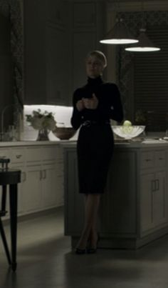Claire Underwood black turtleneck and pencil skirt season 3