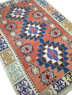 Vintage Turkish Kilim Rug, Antique Pastel Red and Beige Carpet - Worldwide Free . Carpet Diy, Pink Carpet, Wool Carpet, Carpet Tiles, Grey Carpet, Rugs On Carpet, Diy Carpet Stain Remover, Pastel Red, Textured Carpet
