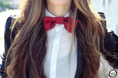She just looks so cute and cool in her red bow tie, white blouse, and black blazer Urban Chic, Laura Mercier, Mode Style, Style Me, Fashion Photo, Fashion Beauty, Queer Fashion, Women's Fashion, Urban Decay