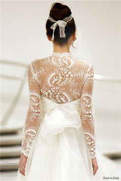 Φανταστικό νυφικό φόρεμα με δαντέλα. Ολοκληρωμένη  πρόταση μ' ένα προσκλητήριο γάμου με την υφή της δαντέλας μόνο στο www.lovetale.gr