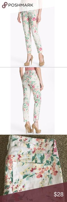 """NYDJ Multi Pastel Floral Ankle Length Jeans EUC Like New Condition, NYDJ Not Your Daughters Jeans in multi pastel floral design. Size 6...ankle   Approximate measurements:  Waist - 32""""  Inseam - 27""""  Rise - 9.75""""   All reasonable offers will be considered.   Comes from my clean, smoke/pet free home.   Thanks for looking! NYDJ Jeans Ankle & Cropped"""