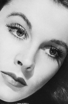 """""""Shaw is like a train. One just speaks the words and sits in one's place. But Shakespeare is like bathing in the sea - one swims where one wants"""": Vivien Leigh (photo by Lazlo Willinger, 1940)"""