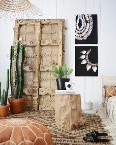💚 🌵💚 indian door, moroccan pouf, afghani kilim rug - 📷: @apartmentf15