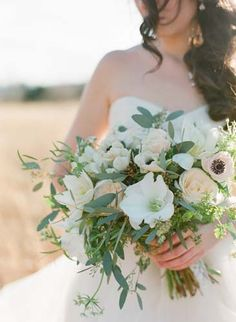 Whimsical Wedding Floral Design - Photo by Gianny Campos Photography www.giannycampos.com