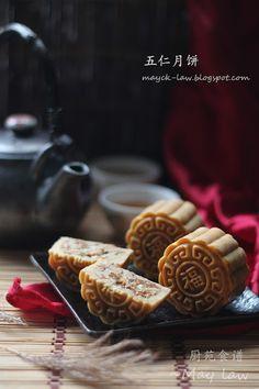 广式五仁月饼【Traditional Mixed Nuts Mooncakes】