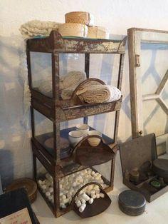Fransk landstil og vintage. Hvidt & Slidt, Studiestræde 3, 4300 Holbæk