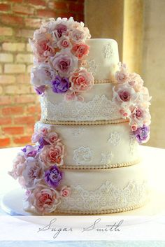 Ivory lace and roses - by liesel @ CakesDecor.com - cake decorating website