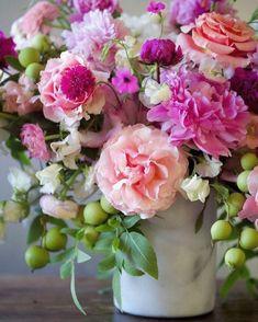 Rose arrangement Ikebana - 21 Fresh Cut Spring Flower Arrangements and Bouquets. Spring Flower Arrangements, Beautiful Flower Arrangements, Most Beautiful Flowers, My Flower, Pretty Flowers, Fresh Flowers, Spring Flowers, Floral Arrangements, Flower Ideas