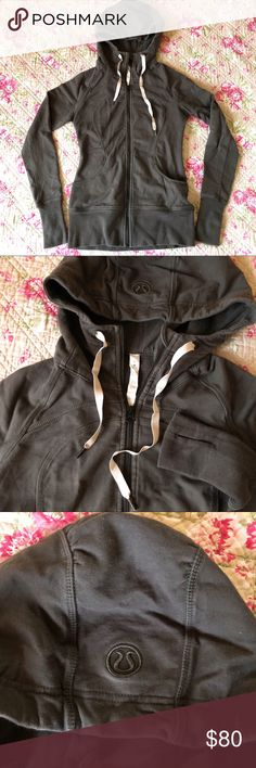 💚🧘🏻‍♀️Lululemon Athletica Hoodie Sweatshirt 💚 💚Lululemon Athletica Hoodie Sweatshirt 💚  EXCELLENT CONDITION Sz 6 (fits XS/S) Color: green  thumbholes, nice shape, form fitting, VERY flattering😍 SUPER warm, hood has nice scrunch. DEF makes you look slim, covers your bum a lil. color matches w/ a lot of outfits. SUPER CUTE one of my faves!  ⭐️⭐️⭐️⭐️⭐️ Top Rated Seller, Top 10% Seller, Posh Mentor 📦⚡️Fast Shipping Smoke-Free, Pet-Free 🏡 🛍 Bundle discount ⛔️ No trades ↬ Reasonable…