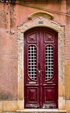 Puerta antigua en Faro, Portugal