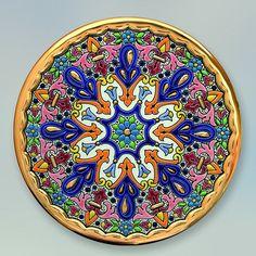 Handmade in Sevilla. Porcelain Ceramics, Ceramic Pottery, Ceramic Art, Plate Wall Decor, Plates On Wall, Mandala Painting, Mandala Art, Elefante Hindu, Decoupage Art