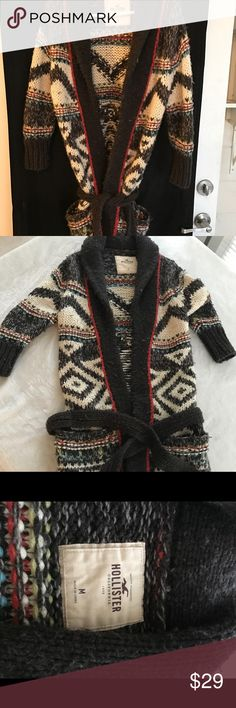 Hollister women's sweater Hollister women's size medium sweater. Excellent used condition. Will keep u warm and looks super cute on. Smoke free home Sweaters