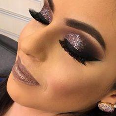 """3,555 curtidas, 73 comentários - Dany Rebecca Make Up (@danyrebeccamakeup) no Instagram: """"Hoje foi dia de glitter @mfmaquiagem ✨✨✨✨✨ . Informações para curso em Umuarama…"""""""