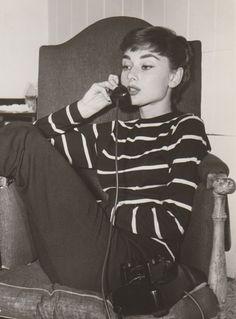 Audrey Hepburn...eine Frau die mich unheimlich fasziniert. Sie und Marylin Monroe sind meine persönlichen Icone. Weiblich und so selbstbewusst bis zum geht nicht mehr...