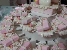 pacchettini su torta per battesimo