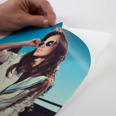 Serviço de impressão de vinil adesivo na medida de 20x30 cm nas opções brilho, fosco, transparente e jateado.