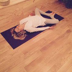 △ Yoga Detox: 5 postures to eliminate toxins! - OLY Be - Sport - △ Yoga Detox: 5 postures to eliminate toxins! – OLY Be - Ashtanga Yoga, Vinyasa Yoga, Yin Yoga, Yoga Meditation, Fitness Del Yoga, Yoga Nature, Yoga Detox, Hard Yoga, Health And Fitness