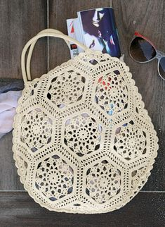 You'll find free crochet bag patterns, crochet purse patterns and even a free tote bag pattern or two. You'll never want to buy a purse or bag ever again. Free Crochet Bag, Crochet Purse Patterns, Crochet Shell Stitch, Crochet Tote, Crochet Handbags, Crochet Purses, Knit Crochet, Bag Patterns, Diy Sac