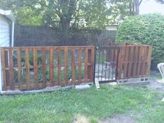Pallet fence--this looks great too!