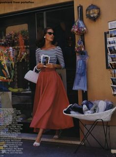 Christy Turlington from 20 years ago in Vogue. But the look is timeless and reminds me to wear my striped cashmere sweater with a sweep skirt. Looks Style, Looks Cool, Style Me, Classic Style, Retro Style, 1950s Style, Retro Chic, Classic Beauty, Modern Classic