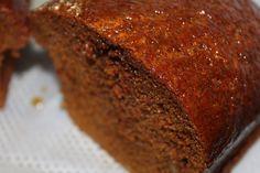 Pour un pain de miel : 250 g de farine 100 g de sucre 250 g de miel (toutes fleurs ou miel fort en goût) 2 œufs 20 cl de lait demi-écrémé 1 sachet de levure chimique 1 cuillère à café de bicarbonate de soude 1 noix de beurre 1 cuillère à soupe de miel Dans le bol du robot ou dans un saladier, verser …