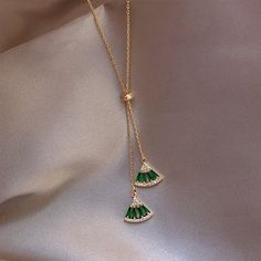 Accessories women Hot Sale Classic Green white Crystal Geometric Necklace Pendant Chokers Necklace For Women Statement Jewelry Jewelry Accessories, Women Jewelry, Fashion Jewelry, Jewelry Design, Jewelry Shop, Fashion Fashion, Fashion Women, Bijoux En Or Simple, Real Gold Chains