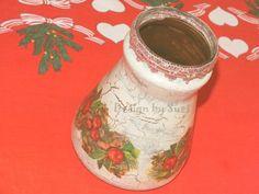 Design by Suzi: Vianočná váza Christmas Vases, Decoupage, Mugs, Tableware, Design, Dinnerware, Tumblers, Tablewares, Mug