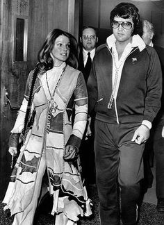 Elvis and Priscilla leaving the Santa Monica courthouse where they signed their divorce papers.