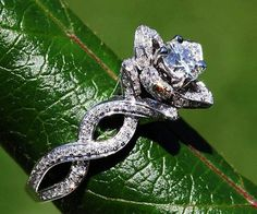 Graceful 300+ Flower Rose Diamond Engagement Ring Inspirations Check more at http://lucky-bella.com/300-flower-rose-diamond-engagement-ring-inspirations/
