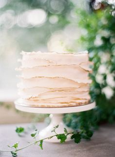 Petaled wedding cake: http://www.stylemepretty.com/california-weddings/saratoga/2017/01/25/how-to-have-a-tuscany-inspired-wedding-in-california/ Photography: Jen Huang - http://jenhuangphoto.com/