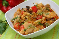 Török zöldségragú, olyan mint a lecsó de sokkal fincsibb és nincs benne hús! Ezt még a kicsik is szeretik :) Romanian Food, Edamame, Ciabatta, Thai Red Curry, Food And Drink, Mint, Salad, Vegan, Chicken