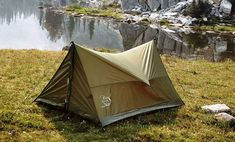 Super fast and easy set up! Great for hiking, camping, or adding to your survival bag, this compact tent will fit into your backpack without filling it up. Great one-person and gear tent or two-person tent without gear. Kayak Camping, Ultralight Backpacking, Backpacking Meals, Camping Hammock, Camping 101, Camping Outdoors, Two Person Tent, Ultralight Tent, Survival Tent